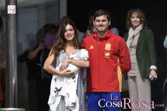 Sara Carbonero sale del hospital con Lucas marcando tendencia