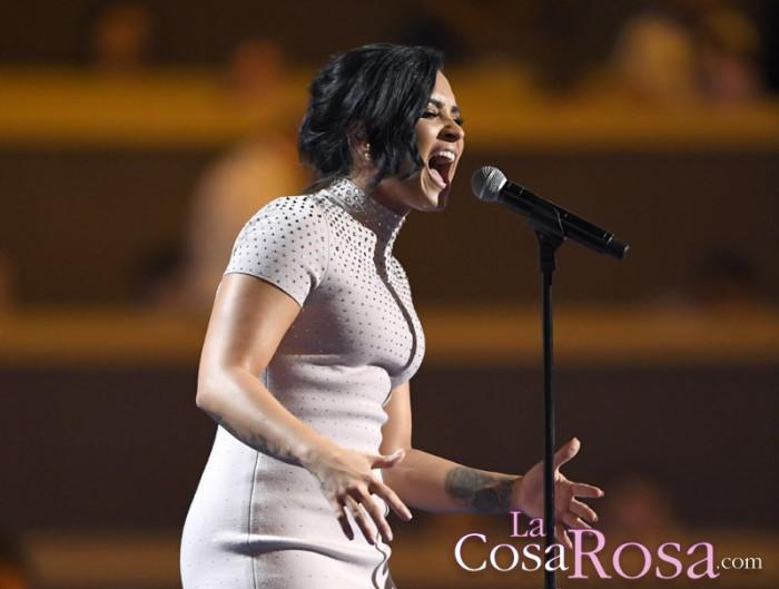 Demi Lovato emotivo discurso en la convención de Partido Demócrata