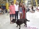 Lara Álvarez es arropada por su familia a su llegada a Madrid