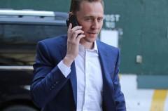 Tom Hiddleston niega que su noviazgo con Taylor Swift sea un montaje