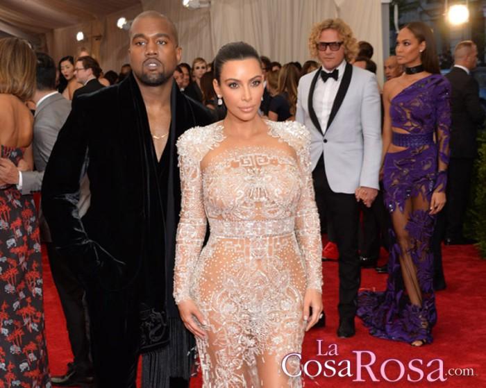 Kanye West regresa a casa con Kim Kardashian y sus hijos