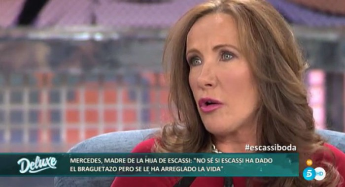 La madre de la hija de Álvaro Muñoz Escassi piensa que Raquel Bernal le ha solucionado la vida