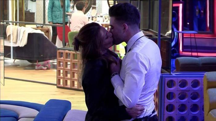 Ivonne Reyes y Sergio Ayala se besan en Gran Hermano VIP 5