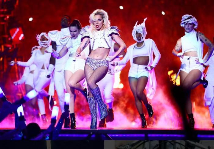 Lady Gaga sale con el representante Christian Carino