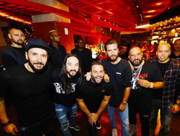 Scott Disick sigue de fiesta en Miami acompañado de varias mujeres