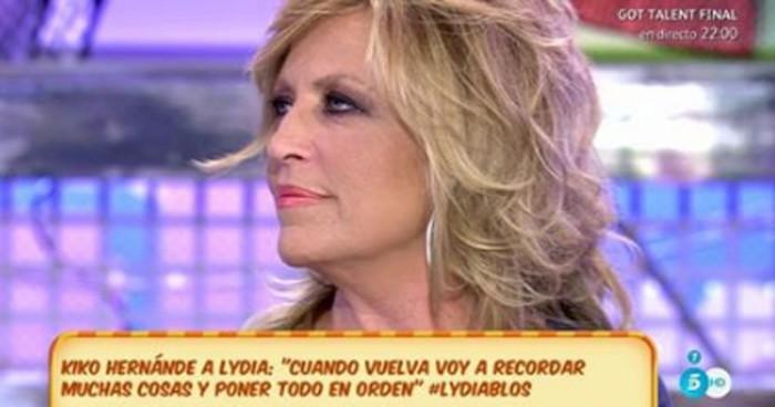 Lydia Lozano acorralada por sus compañeros de Sálvame
