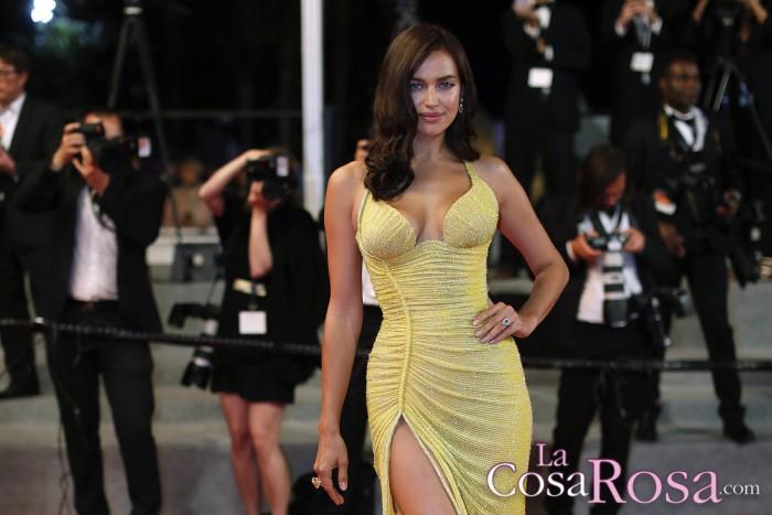 Irina Shayk, sorprendente aparición en la alfombra roja de Cannes