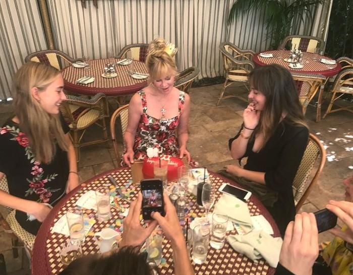 Melanie Griffith celebra su 60 cumpleaños con sus hijas y Kris Jenner