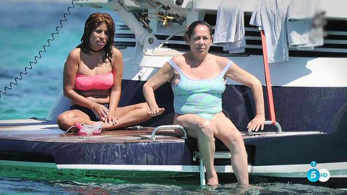Sálvame muestra las fotos sin retocar de Isabel Pantoja en bañador