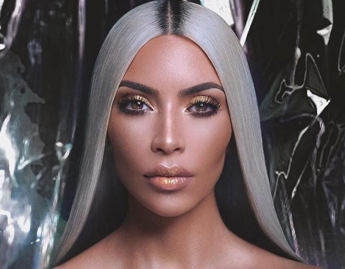 Kim Kardashian sufre para ser rubia platina