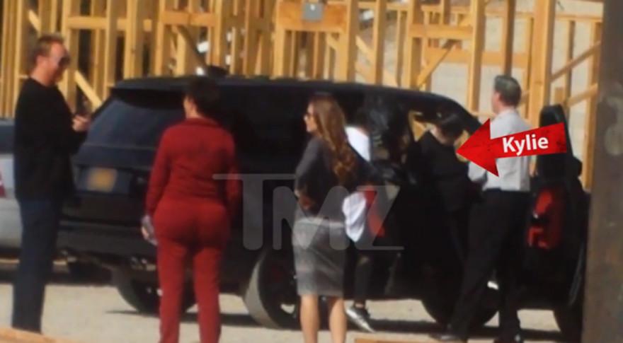 Kylie Jenner pillada por TMZ cuando visitaba las obras de su nueva casa