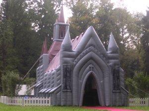 iglesia-hinchable.jpg
