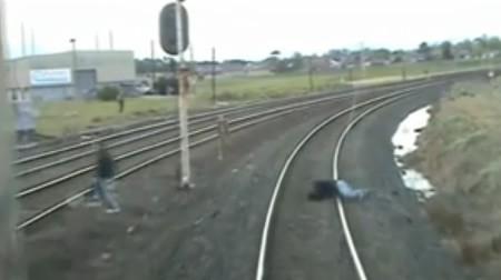 tren_vias_estupides_caidas