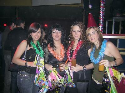 Chicas en una fiesta de nochevieja