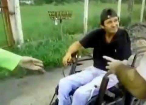 silla_ruedas_autpista_60km_discapacitado_conduciendo