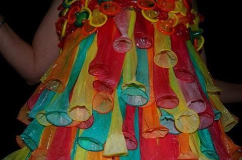 vestidos-hechos-condones-noche