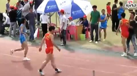 carrera-obstaculos-vallas-deportista-accidente