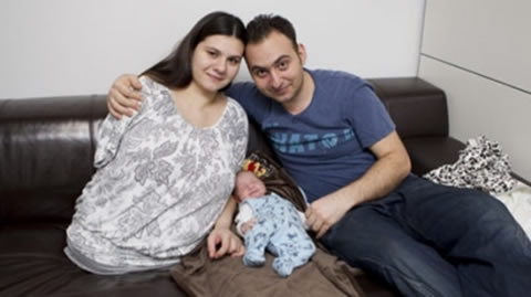 nacimientos-impresionantes-curiosos-madre-sin-piernas-sin-brazo