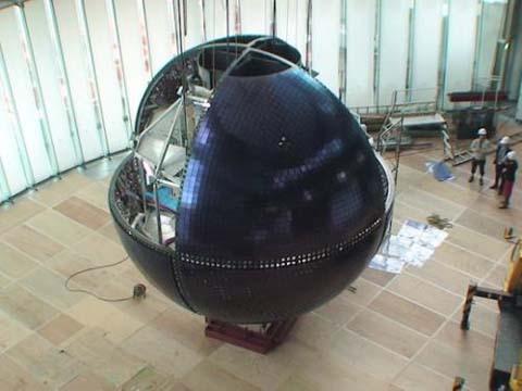 """pantalla esferica de Mitsubishi """"Geo Cosmos"""""""