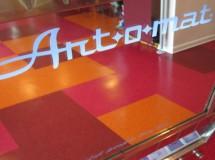 Art-o-mat, utilizando máquinas expendedoras viejas para vender arte