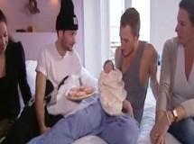 Dos jóvenes holandeses simulan un parto durante 2 horas