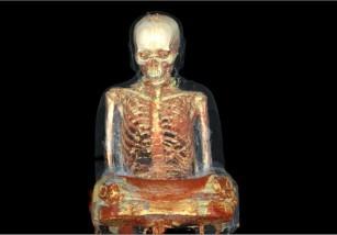 Encuentran estatua de buda que esconde una momia de más de mil años
