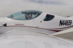 eSight permite que un hombre invidente pueda pilotar un avión