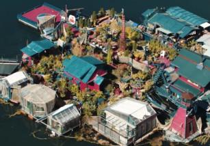 Deciden construir su propia isla... Y este es el resultado