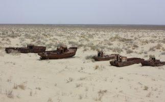 El desierto de Uzbekistán, un auténtico cementerio de barcos