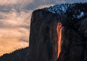 Firefall, un fenómeno natural que solo se puede ver durante algunos momentos al año