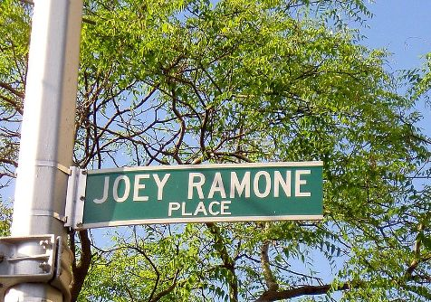 Joey Ramone, la placa de la calle que lleva su nombre es la más robada en Nueva York