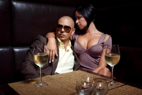 Pitbull presenta el videoclip de Give Me Everything