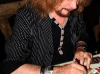 Medina Azahara Manuel Martínez firmando autógrafos