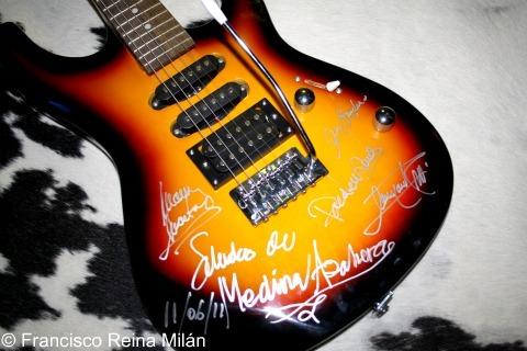 Medina Azahara guitarra firmada Yecla Indian