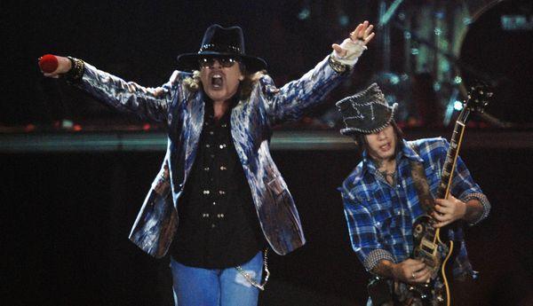 Guns-n-Roses-2011