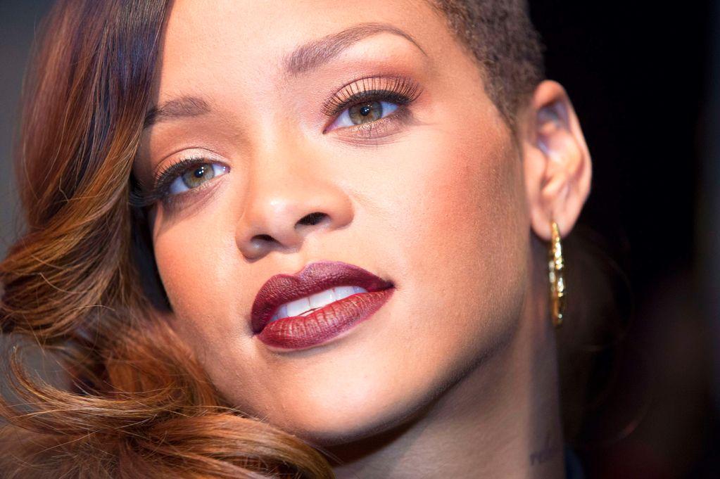 Rihanna, problemas económicos tras demandar a su exmanager
