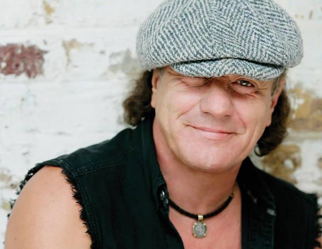 Brian Johnson recuerda su primer, y traumático, concierto con AC/DC