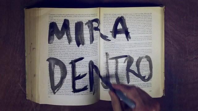 Maldita Nerea Mira dentro fotograma lyric video