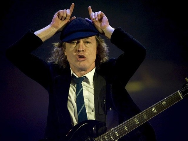 AC-DC-Angus-Young-in-Zurich