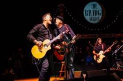 Metallica tocan con Neil Young en el Bridge School Benefit Concert