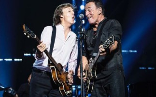 """Bruce Springsteen y Paul McCartney cantan juntos """"I saw her standing there"""""""