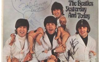 John Lennon, su copia de Yesterday and Today sale a subasta