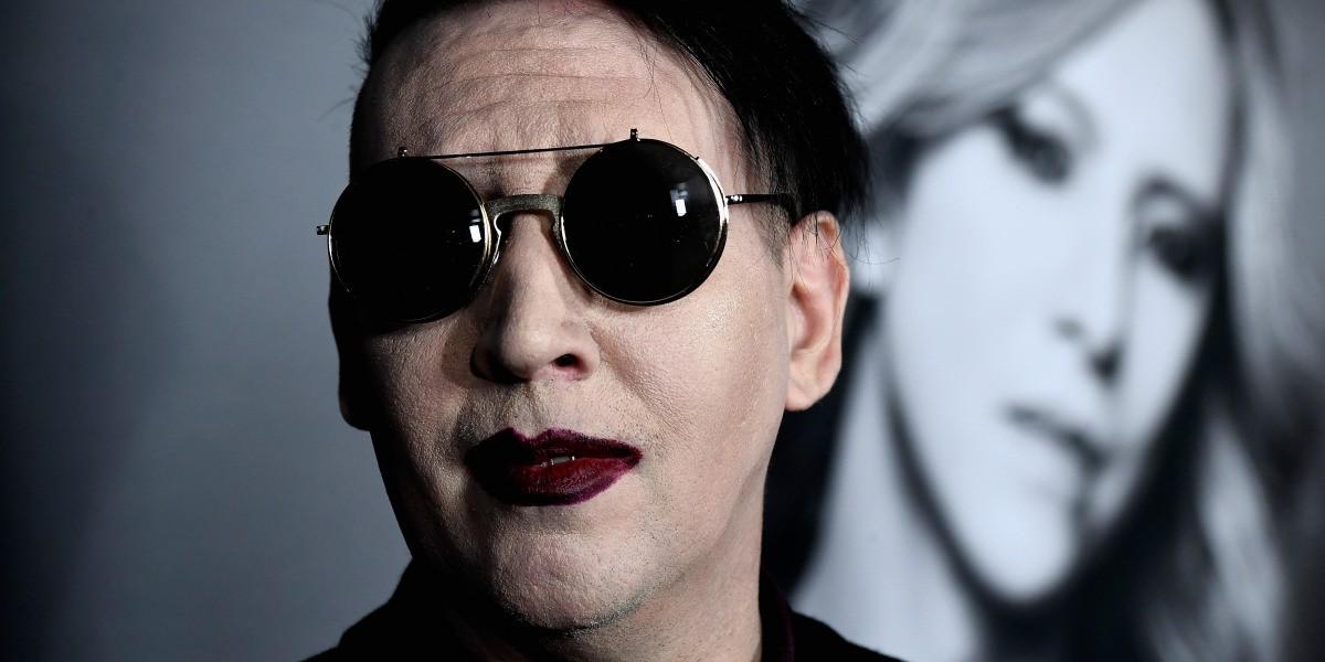 Marilyn Manson, herido tras caerse parte del escenario en Nueva York