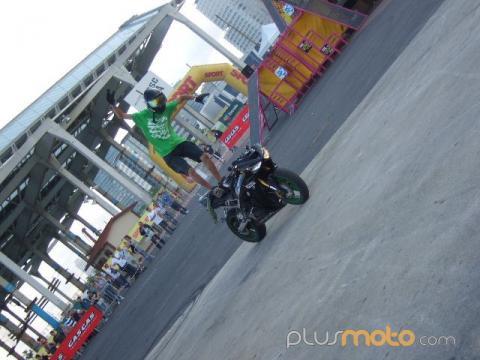 stunt1mujervivelamoto10