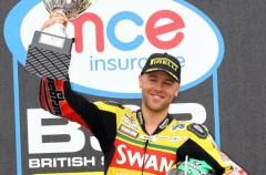 Michael Laverty gana la carrera 1 de las SBK Británicas en Thruxton