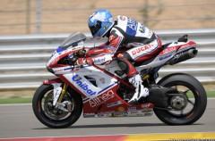 Carlos Checa da un golpe de efecto en QP1 de Brno en las Superbikes