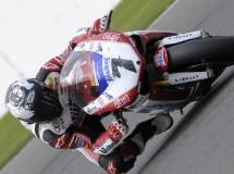 Carlos Checa gana la primera manga Superbikes en Silverstone