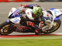 Chaz Davies gana la carrera de Supersport en Silverstone con Salom 2º