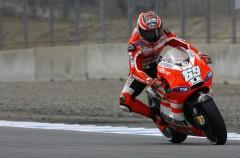 Nicky Hayden no cierra la puerta a la Ducati GP11.1