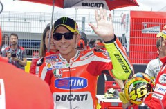Valentino Rossi inaugura este sábado su tienda VR46 en Tavullia